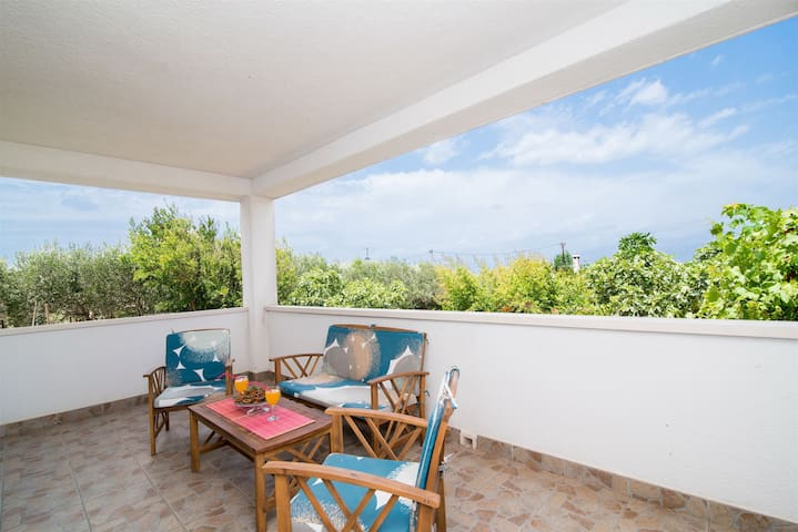 Two Bedroom Apartment, 150m from city center, seaside in Supetar - island Brac, Terrace