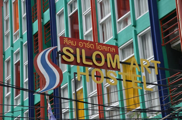 Silom Art Hostel, Twin Bed Ensuite - Bangkok - Bed & Breakfast