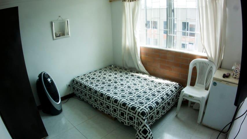 Cómoda Habitación en Unidad Residencial Trigales