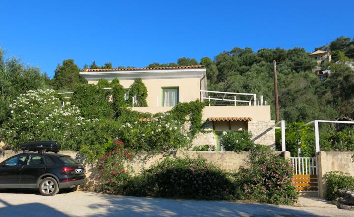 Villa Tzitzicas sleeps 6 with garden in Loggos