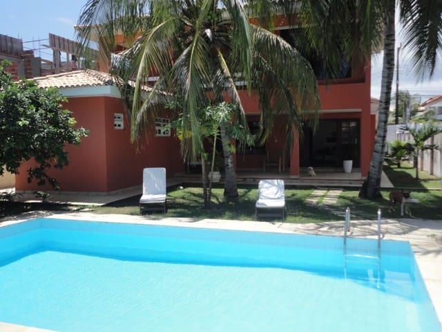 Casa com piscina, ar condicionado, semi mobiliada - Lauro de Freitas - House