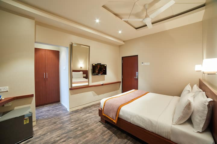 7 nights package deluxe room @Lonavala.