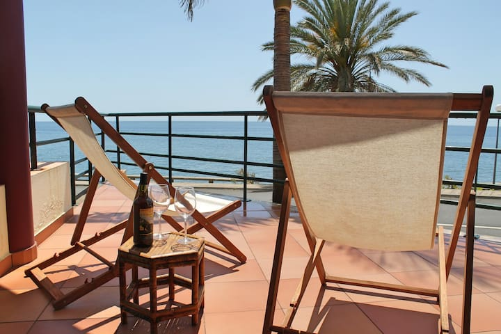 In sunny Madalena do Mar bay, 2-Bedroom refurbished apartment – Atlantic View
