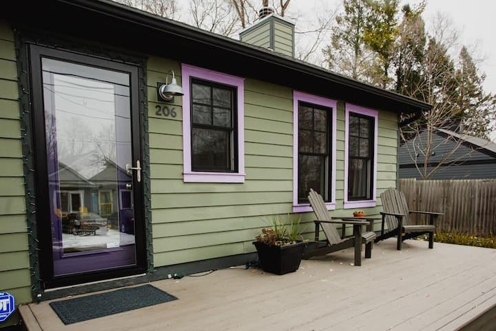 """Peaceful, Cozy Cottage w/Walk to Sheridan Beach!"""