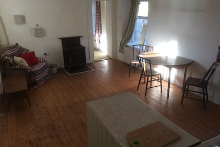 McKenna's Apartment No: 2 - Leitrim - Talo