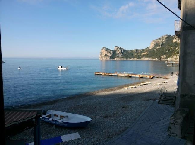 Suggestivamente  sul mare - Marina del Cantone