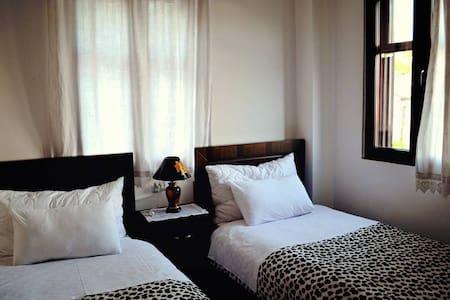 Hotel Belgrad Mangalem 202 - Berat - ที่พักพร้อมอาหารเช้า
