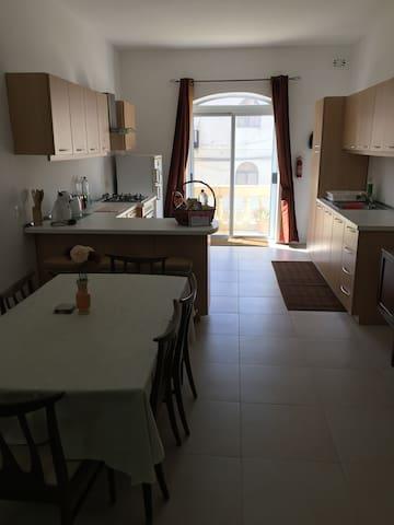 Large Kitchen - Dining
