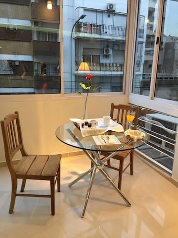 LUMINOSO MONOAMBIENTE A LA CALLE - Buenos Aires - Appartement en résidence