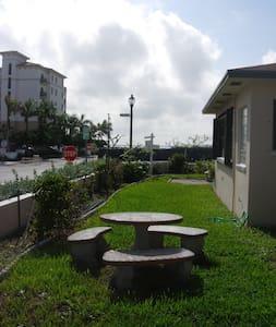 1 Bedroom Beachside Apartment - Lakás