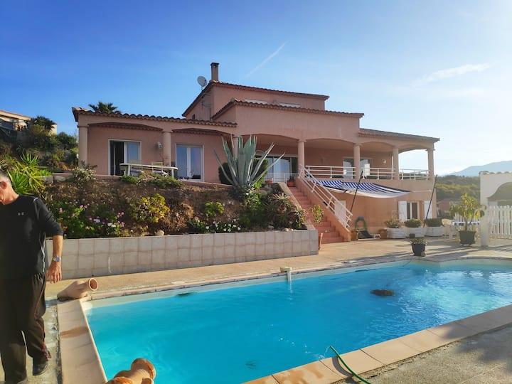 Charmant rez  de villa à Ajaccio avec vue mer