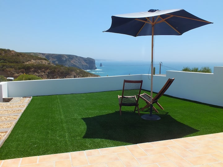 Arrifana cottage, fabulous sea view