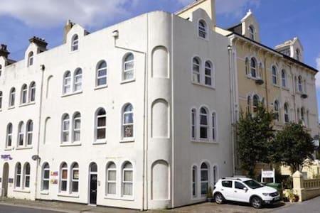 Modern, comfortable beach town flat - Teignmouth - Apartment