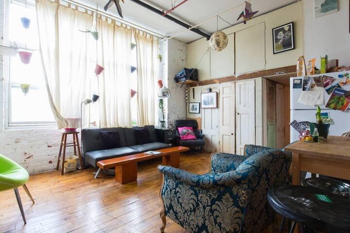 Guest Room in Sunny Loft - Brooklyn - Loft