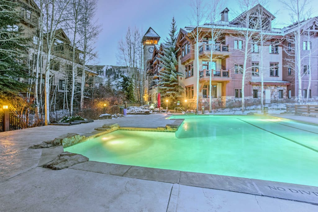 Located in the Seasons Lodge at Arrowhead, this condo provides access to the community pool and hot tub and tennis, a fitness trail and playground.