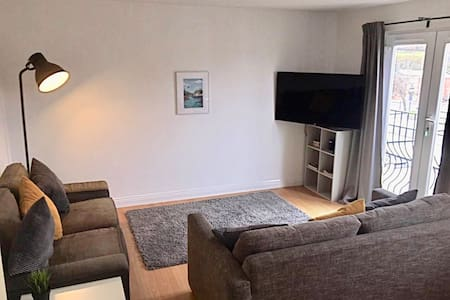 Modern, fresh & spacious apartment with parking