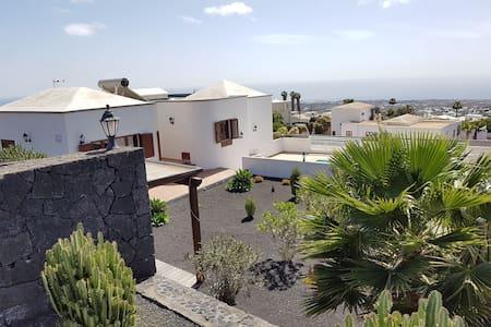 Villa mit Ruhe, Fernsicht und zentral gelegen - Tías - Villa