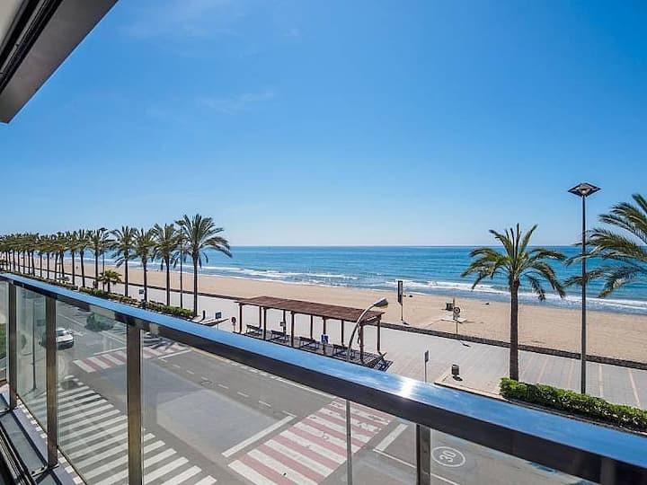 Soleado piso nuevo en primera linea de playa