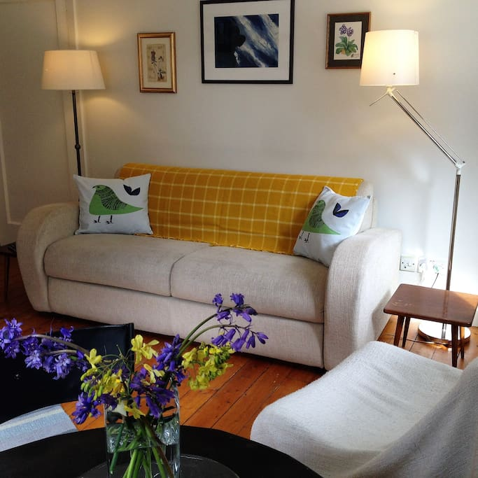 Cosy, bright and cheerful living room with views onto the village.