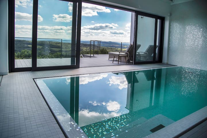villa relax with swimming pool and mountain view