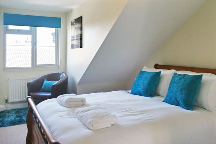 The Albany 2 bedroom apartment perfectly located sleeps 4 people - St Albans - Byt