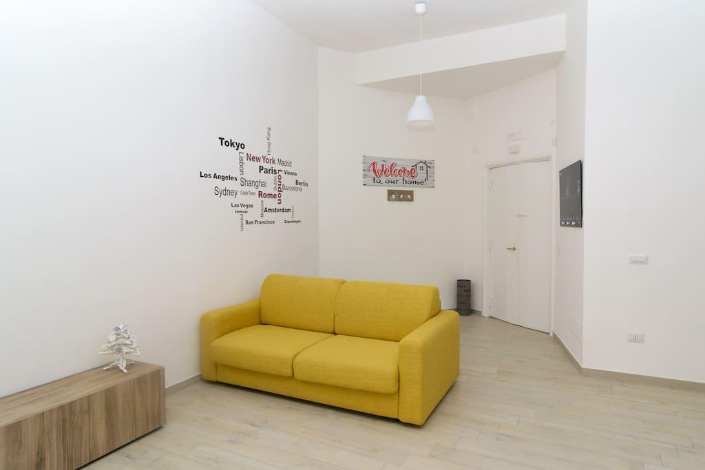 spazio soggiorno con divano letto