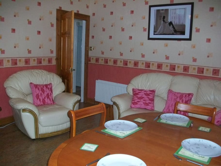 Two bedroom apartment kirkcaldy flats for rent in for Dining room kirkcaldy