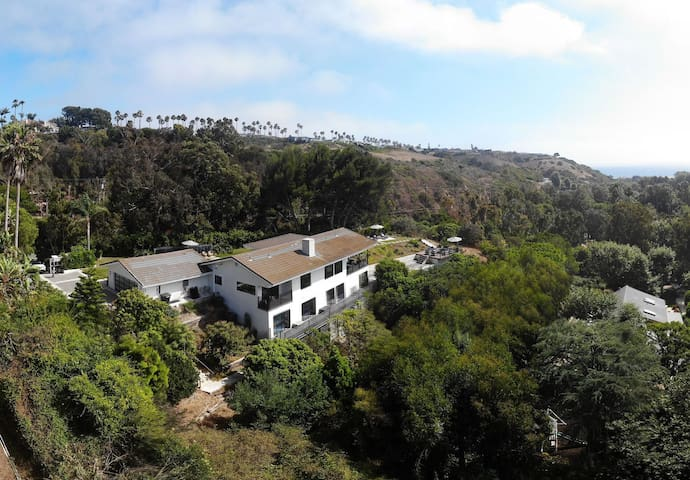 Bluewater by AvantStay | Lush 5BR Malibu Home I Panoramic Views