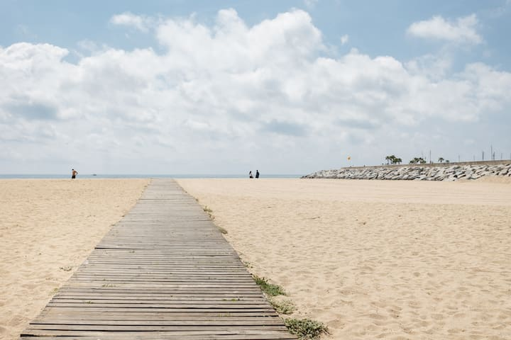 25 KM  Barcelona, 100 meters from the beach , mat6