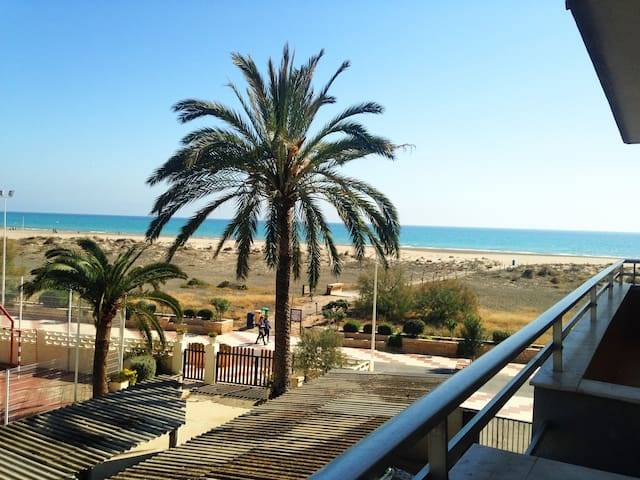 Apartamento en primera línea/Beachfront apartment - Canet d'en Berenguer - Pis