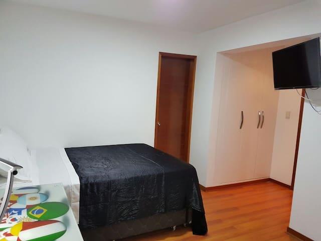 Habitación amplia en Piso - Mayorazgo - Distrito de Lima - Departamento