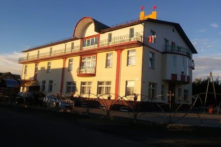 Мини-отель с чистой экологией близко от центра - Боровляны - Gästhus