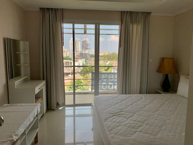 2 nd bedroom.