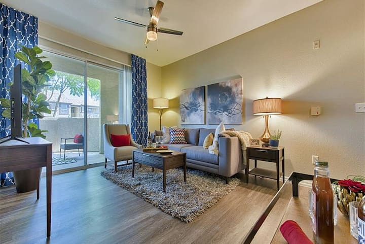 Large 2BD/2BA in Luxury Mesa Property