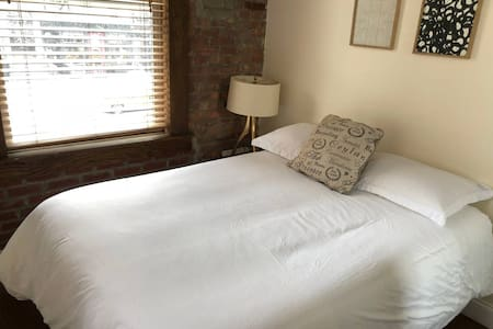 Beautiful corner room in Manhattan Apt
