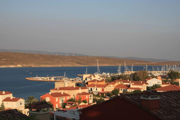 Manazaralı Teras - Liman, Sörf okulları Balcony - Viewing the port and surf area
