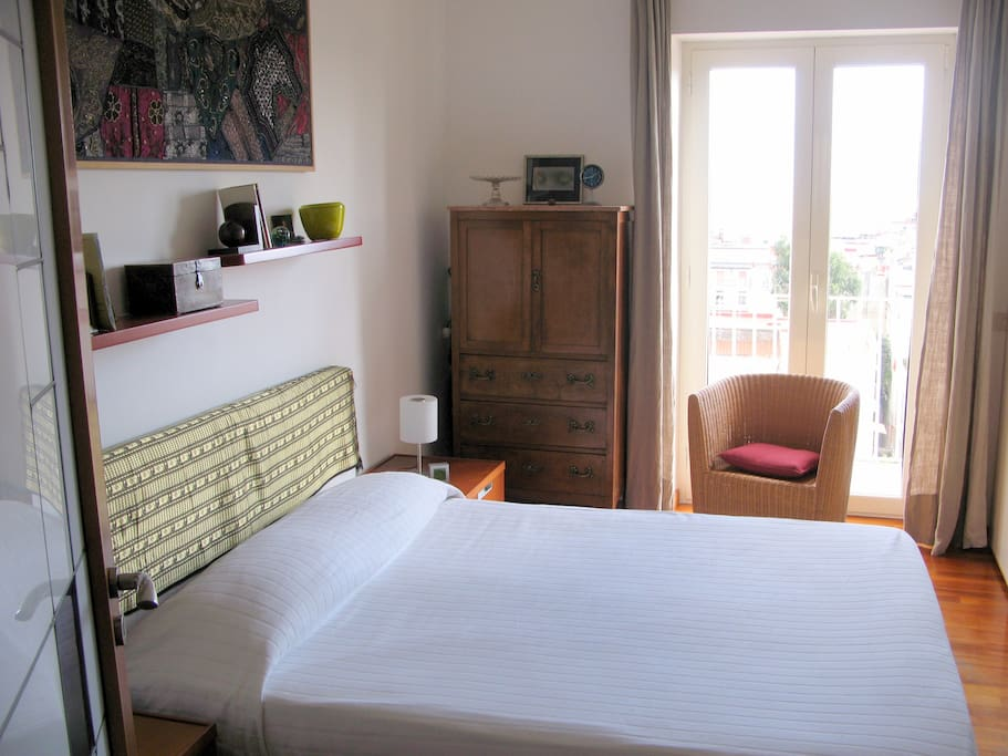 Private room breakfast free pick up bed breakfasts for Airbnb napoli