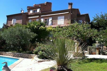 Très belle villa à piscine entre Aix et Côte Bleue - La Fare-les-Oliviers - 独立屋