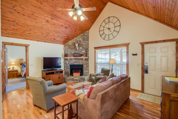 Luxury Rustic lodge near Silver Dollar City!