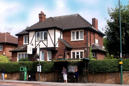 Tudor Lodge Bed and Breakfast Hotel