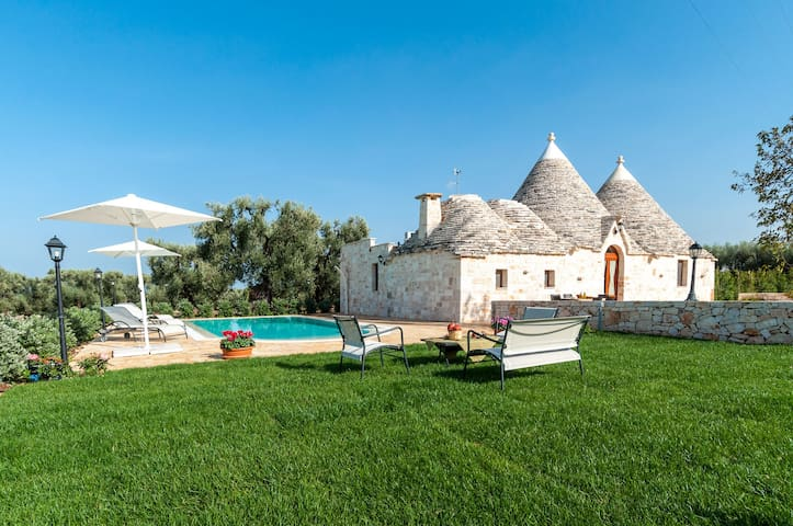 Trulli Francisto: Authentic Historic Trullo with Pool - Monopoli - House