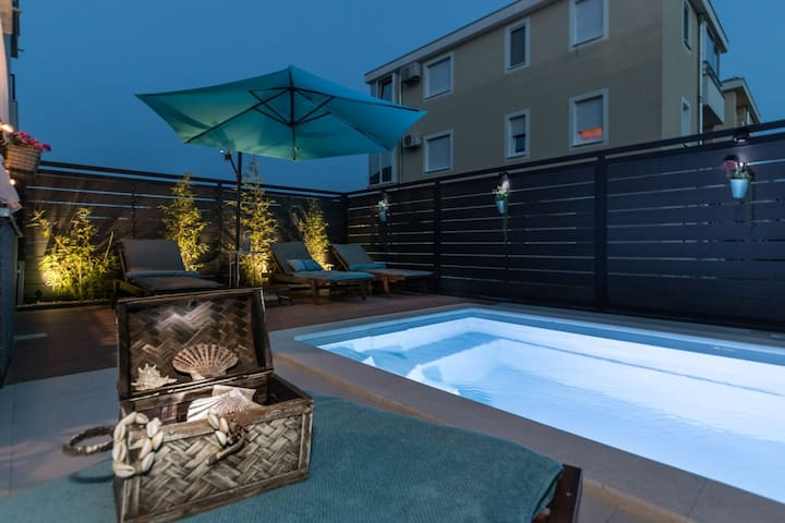 Apartment RoMa with private swimming pool & garden