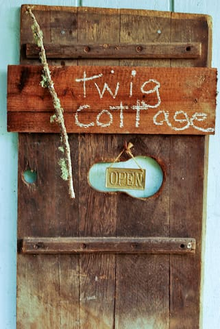 TWIG...a sunny mini cottage among birds and trees. - Forestville - Cabin