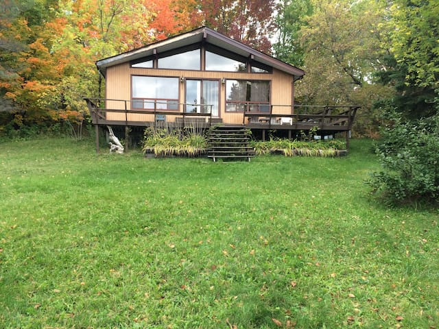 Baxter Lake Waterfront Cottage - Port Severn - Houten huisje