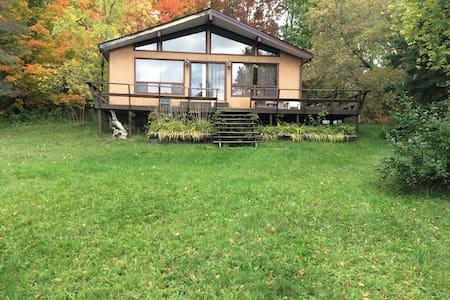 Baxter Lake Waterfront Cottage - Port Severn - 小木屋