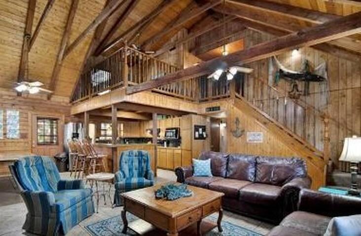 Log Cabin Near the Beach!
