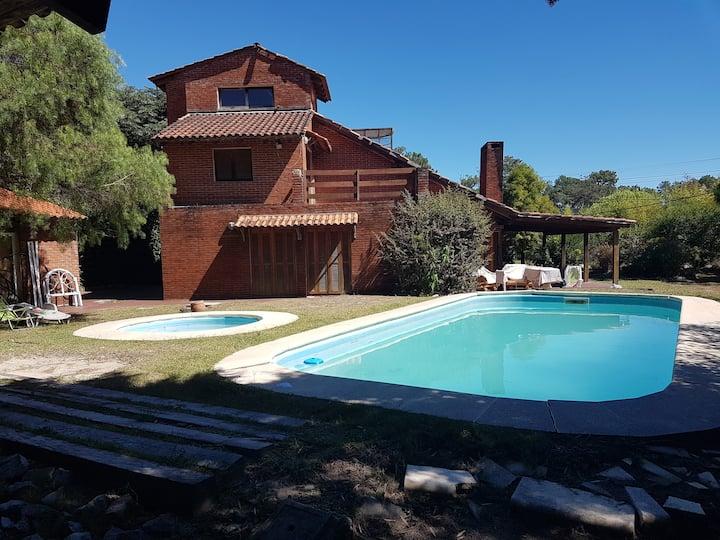 Casa amplia en zona tranquila de El Pinar