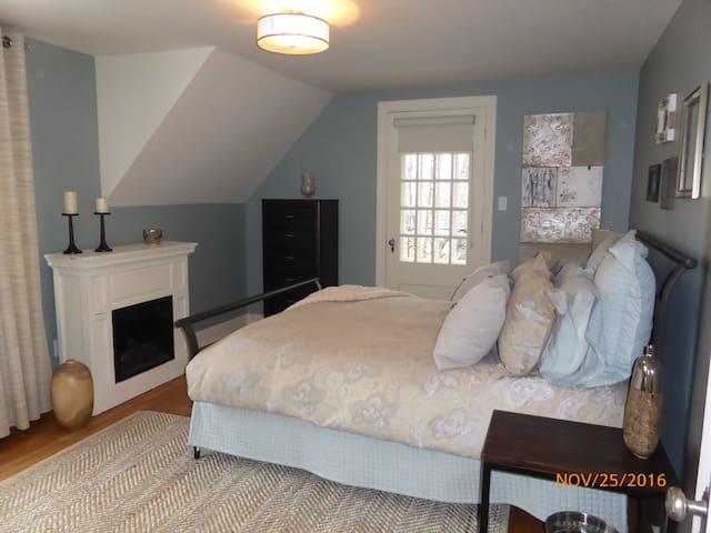 Grande chambre disponible - Sherbrooke - Casa