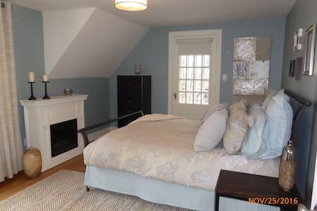Grande chambre disponible - Sherbrooke