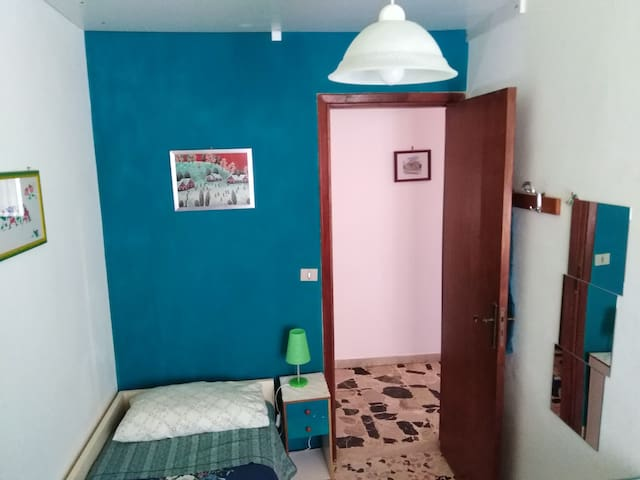 """Lilliput"" - Single room lowcost"